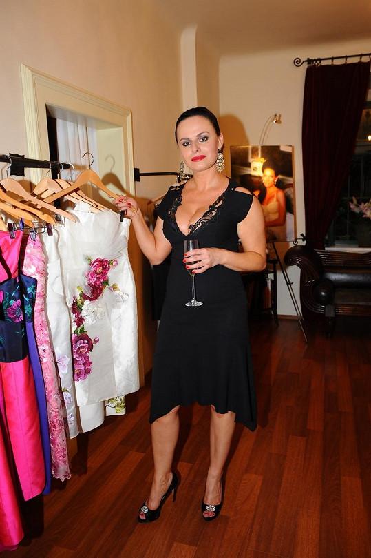 Návrhářka Camilla Solomon ve svém showroomu.
