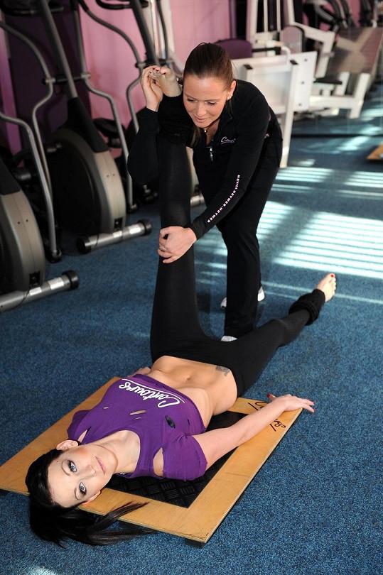 Hanychová má díky cvičení vypracované bříško.