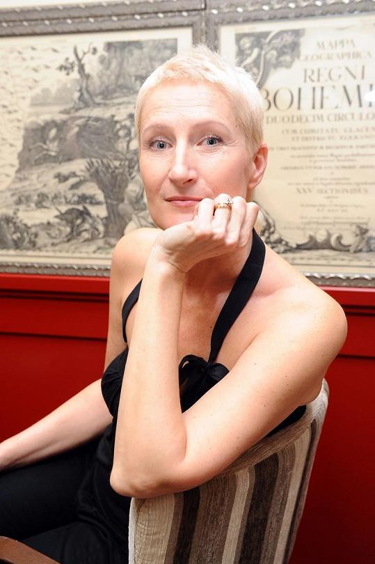 Spisovatelku Sylvu Lauerovou proslavily romány plné sexu.
