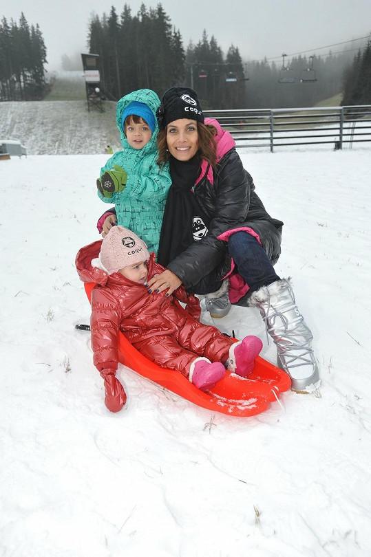 Eva Decastelo s dcerou Zuzankou a synem Michálkem si užívali na bobech.