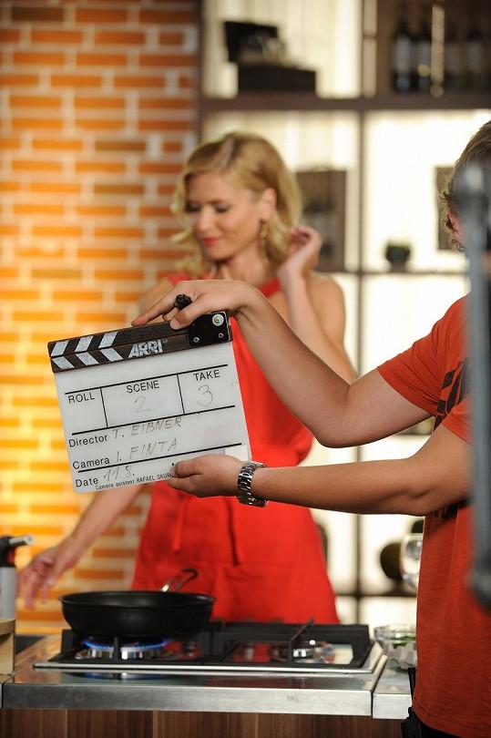 Daniela během svého prvního natáčení.