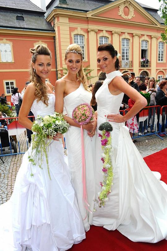 Zuzana Rosáková, Katka Průšová a Tereza Zimová jako nevěsty.