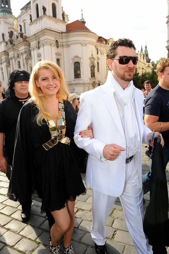 Ivetina mini a Domenikův bílý oblek měli ladit.