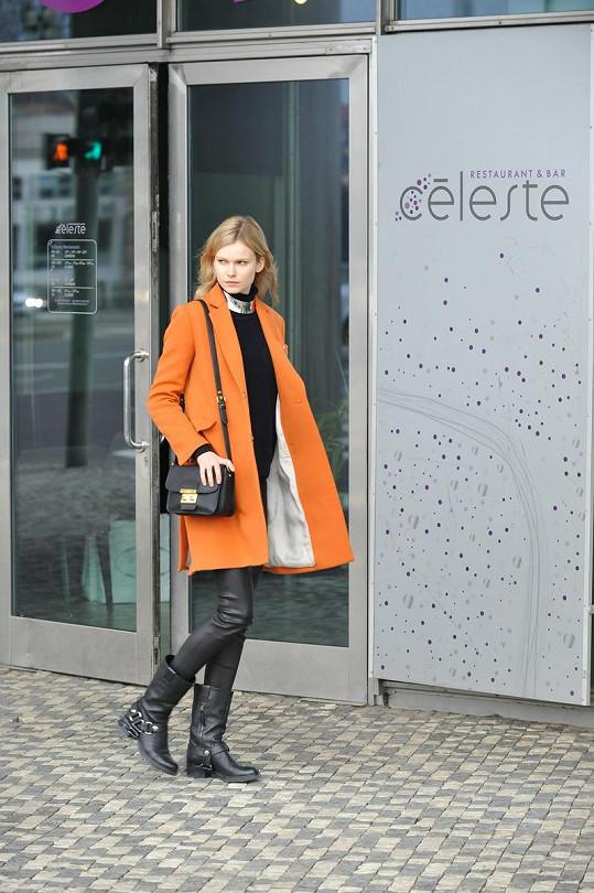 Na oběd dorazila o něco později i další modelka z Elite Model Karolína Mrózková.