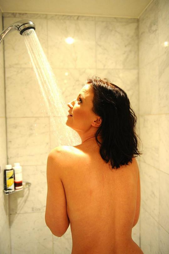 Gábina ve sprše.