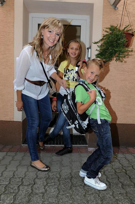 Žídková vypravila syna Davida do školy.