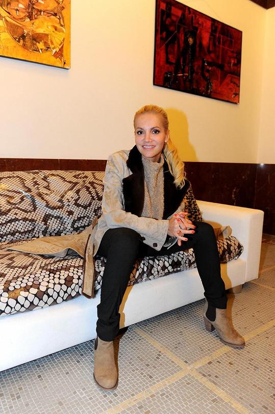 I díky podnikání vydělává zpěvačka velmi slušné peníze.