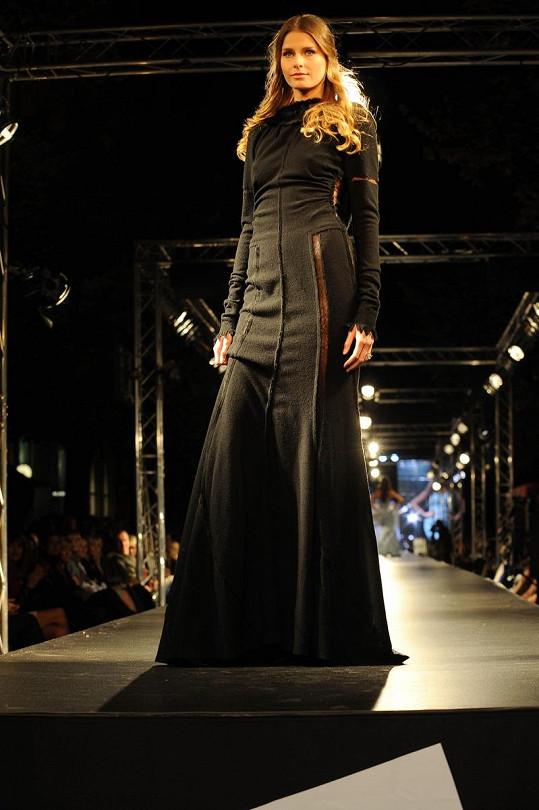 Hana Soukupová v závěrečném defilé Nina Ricci na Prague Fashion Weekend.
