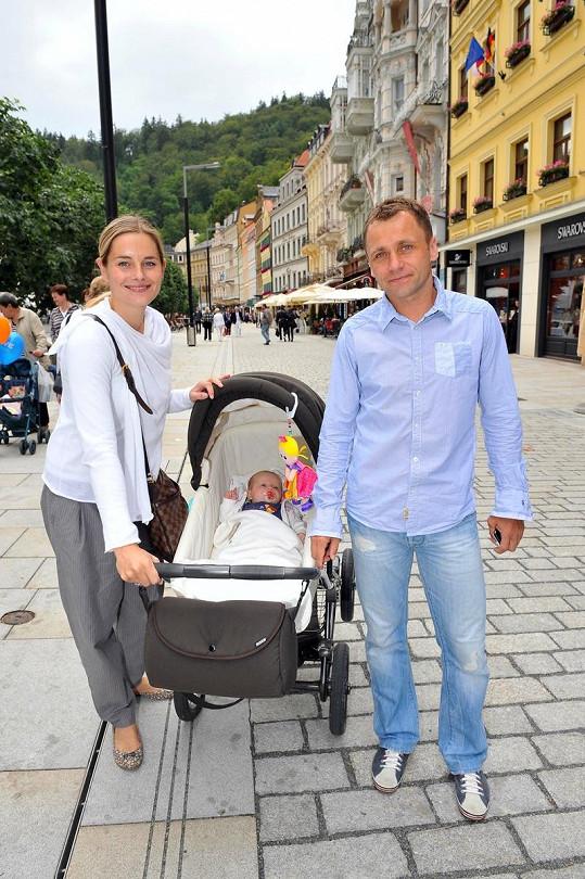 """Jarmila """"Jerry"""" Tabačková s přítelem Ivo Ulichem a dcerou."""