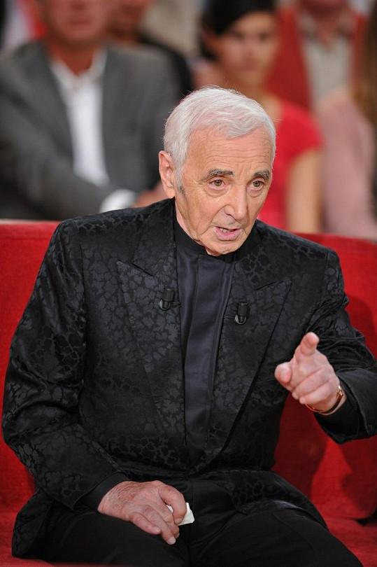 Charles Aznavour v televizním pořadu.