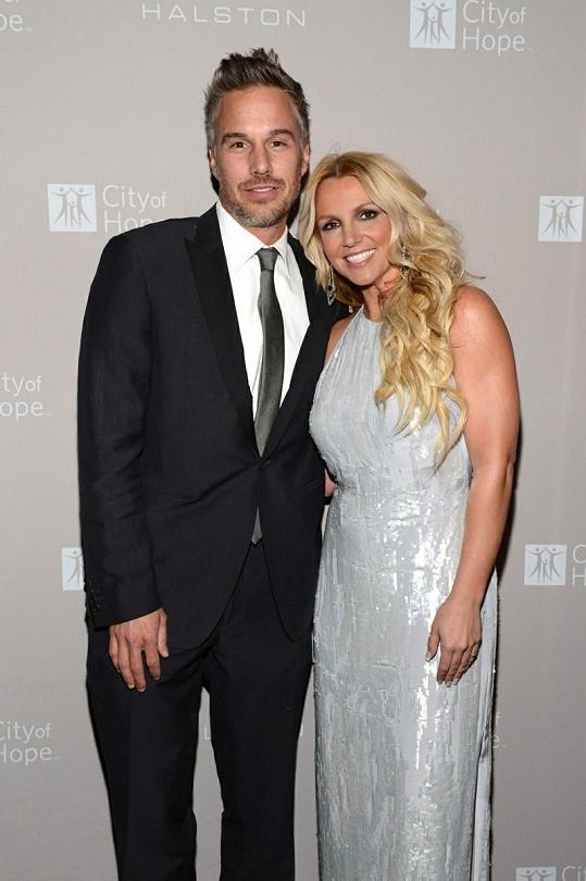 Britney se snoubencem Jasonem Trawickem.