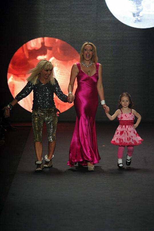 Betsey s dcerou Lulu a vnučkou Laylou.