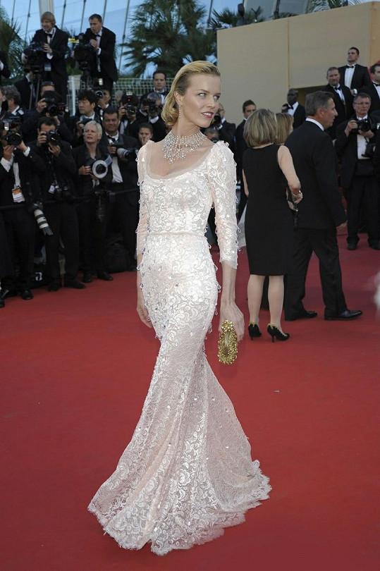Česká modelka na zahajovacím ceremoniálu filmového festivalu v Cannes.