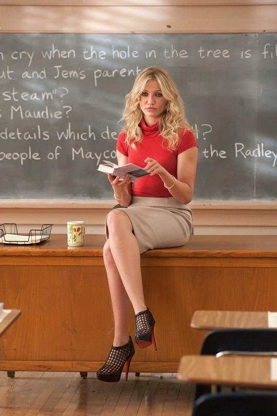 V komedii Zkažená úča se předvedla v roli svůdné učitelky.