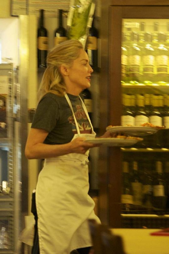 Sharon Stone upekla pizzu pro své dva syny.