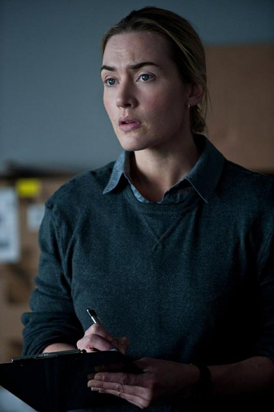 Kate Winslet jako doktorka Mears.