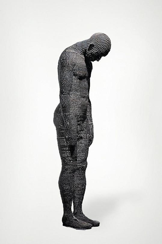 Na největší sochu spotřeboval umělec dva kilometry řetězu.