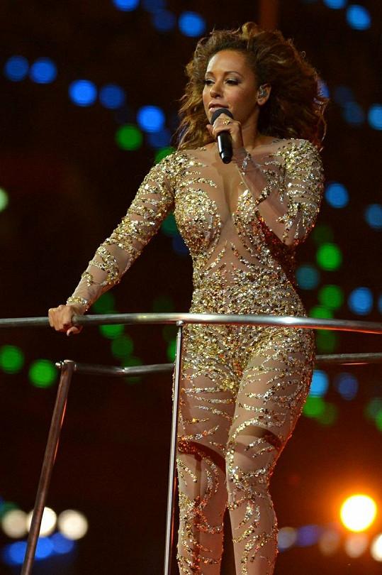 Čokoládová kráska Mel B v odvážném kostýmu.