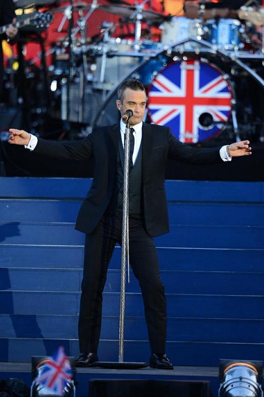 Robbie Williams jako správný patriot vystoupil také.