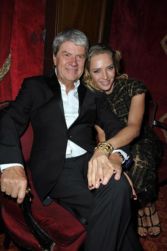 Herečka Uma Thurman se tulila k francouzskému podnikateli Yvesovi Carcellovi.