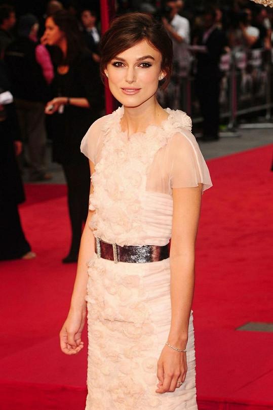 Keira Knightley na premiéře filmu Anna Karenina v Londýně.