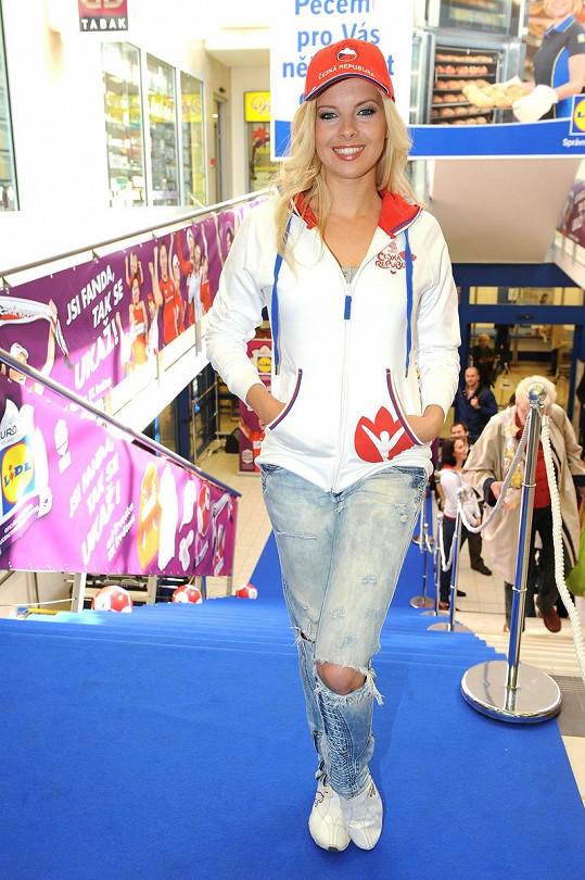 Tuhle mikinu mají nosit fanynky českého týmu na Euru.