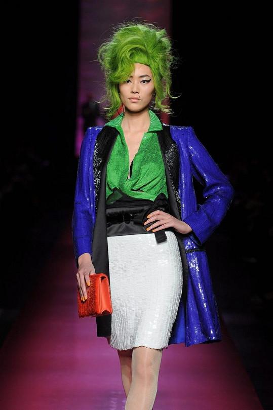 Modelka oblečená ve stylu Amy Winehouse.