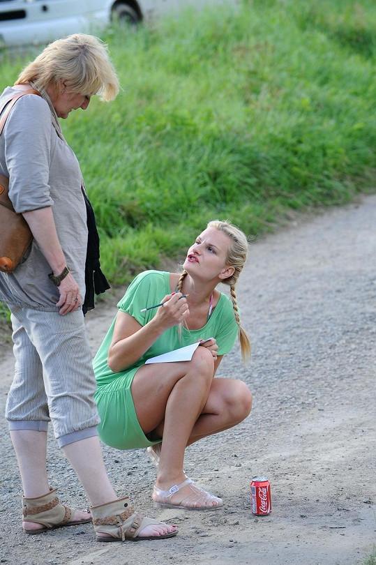 Iva Pazderková ukázala nechtěně i spodní prádlo.