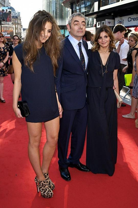 Lily, Rowan a jeho manželka Sunetra na premiéře filmu Johnny English se vrací.