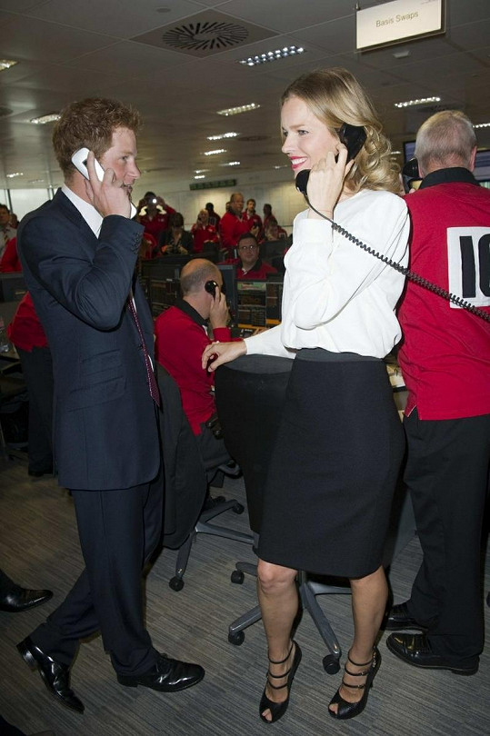 Úspěšní obchodníci princ Harry a Eva Herzigová.