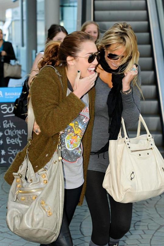 Miley bere svou maminku spíš jako kamarádku.