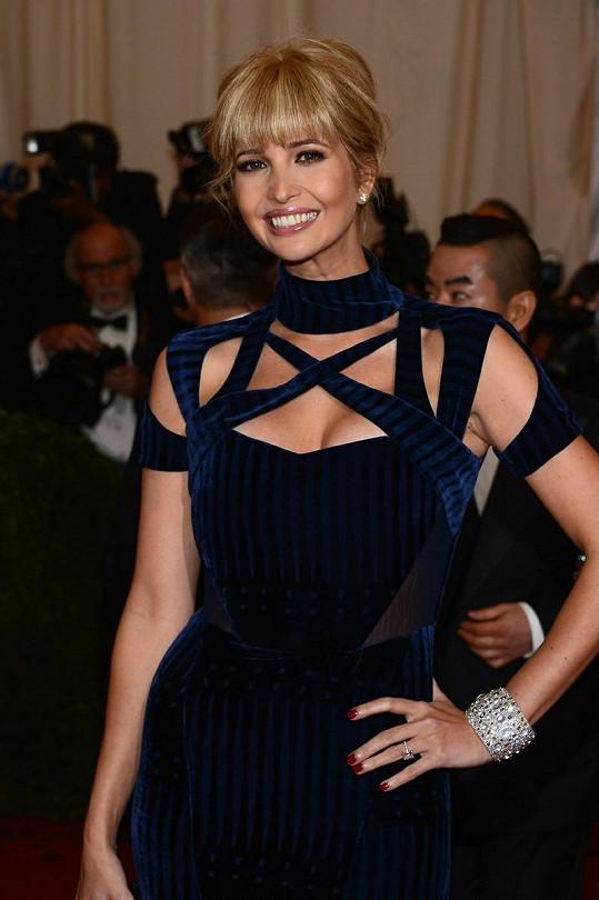 Dcera Ivany Trump a Donalda Trumpa na večírku Costume Institute Gala Metropolitan v New Yorku.