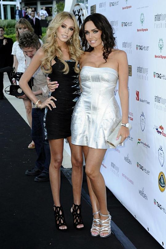 Tamara Ecclestone (vpravo) se sestrou Petrou.
