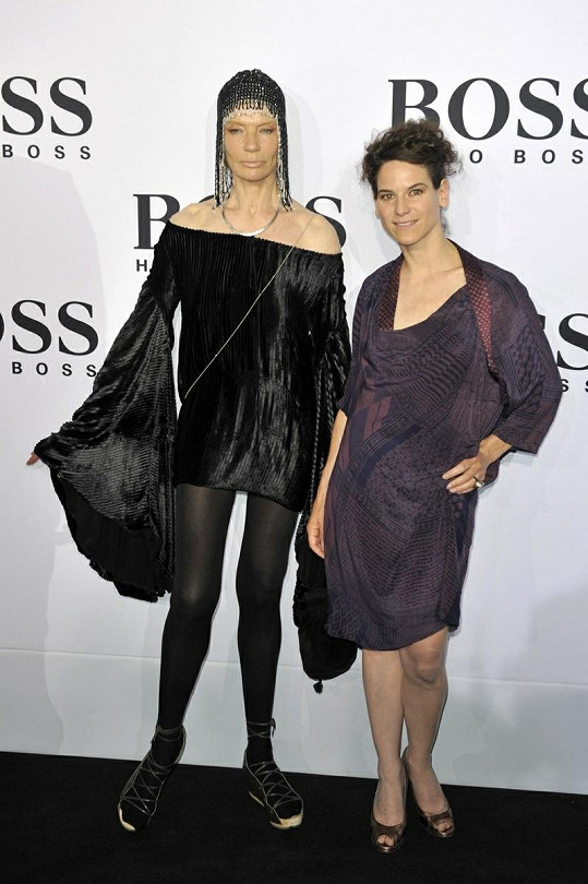 Slavná modelka s Bibianou Beglau na Mercedes Benz Fashion Week v roce 2010.
