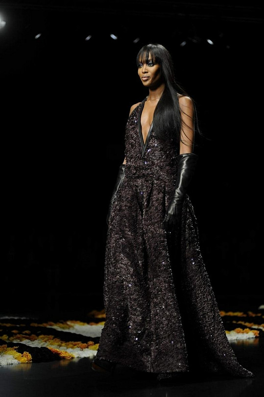 Naomi Campbell na přehlídce zářila.