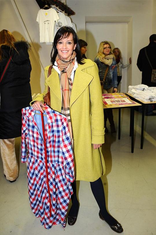 Tereza Brodská pomohla nákupem postiženým.
