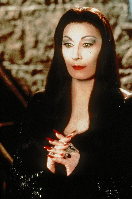 Anjelica Huston v Addamsově rodině z roku 1991.