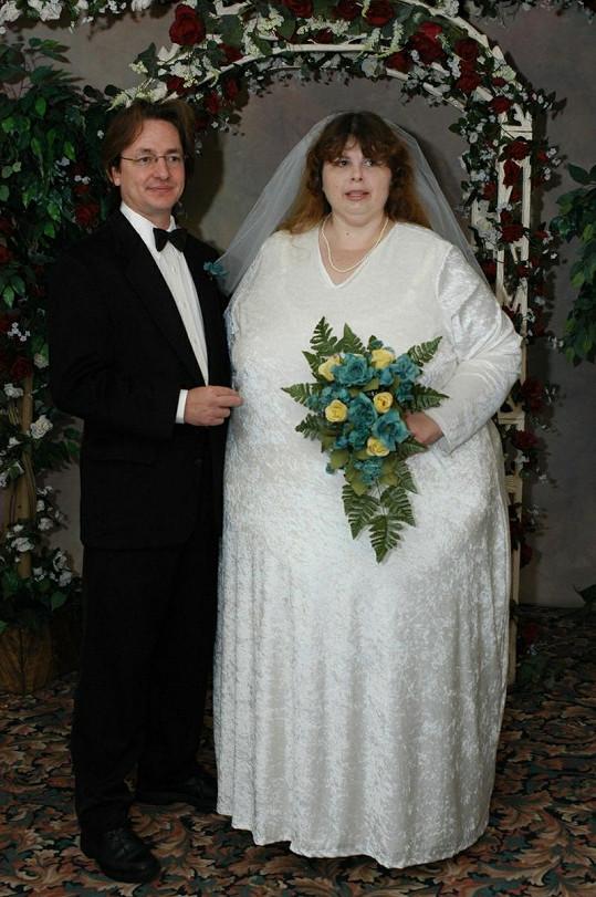 Pauline Potter ve svatební den s manželem Alexem.