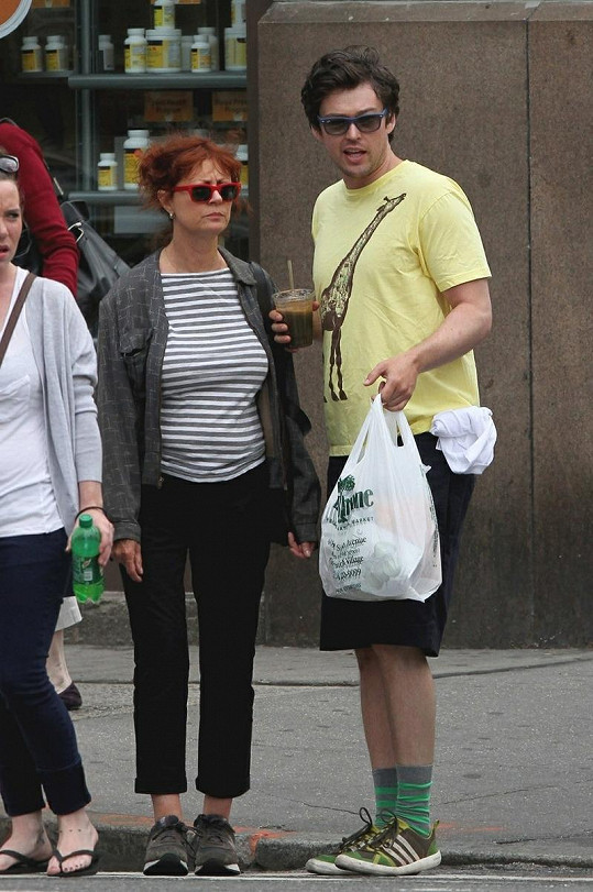 Susan Sarandon a její přítel Jonathan Bricklin.