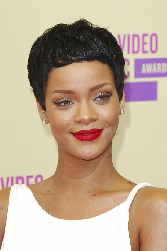 Úspěšná zpěvačka Rihanna.