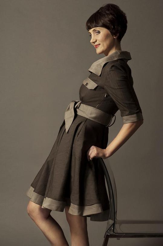 Ester Janečková elegantní jako nikdy dříve.