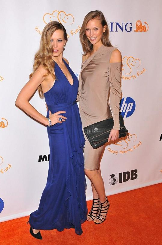 Modelka Petra Němcová s americkou kolegyní Karlie Kloss.