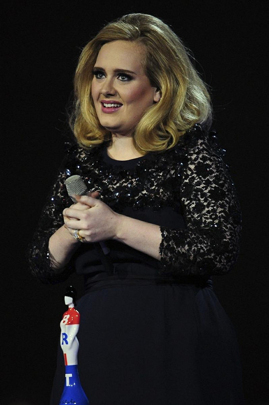 Adele byla nabídkou nazpívat píseň k poslední bondovce nadšena.
