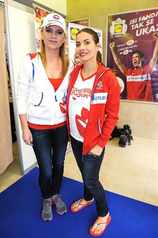 Leona Machálková s Evou Decastelo si zahrály na modelky.
