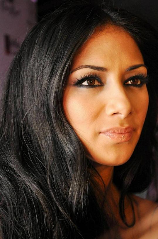 Zpěvačka je frontmankou dívčí skupiny Pussycat Dolls.
