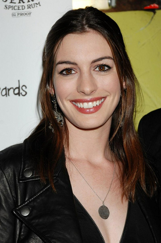 Anne Hathaway má nejkrásnější oči.