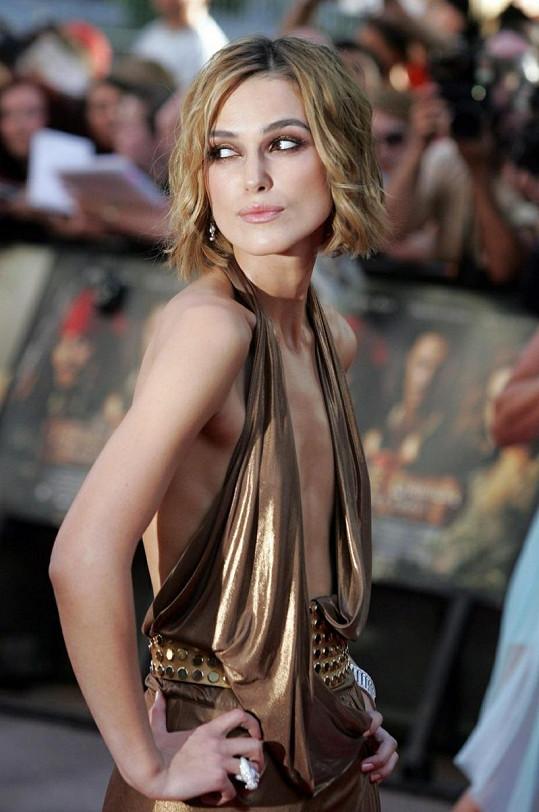 Herečka šokovala svou vyhublou postavou a odvážnými šaty.