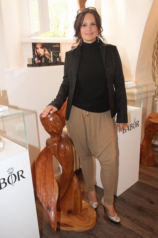 Jitka Čvančarová si ke kalhotám s tureckým sedem měla vzít spíše sportovnější boty.