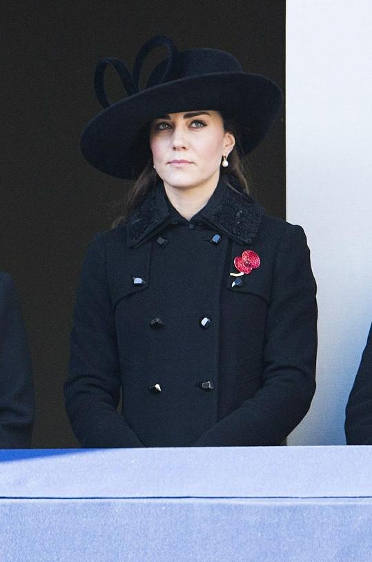 Vévodkyně z Cambridge v černém.