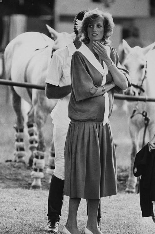 Princezna na snímku z července 1984. Na svět se za dva měsíce vyklubal Harry.